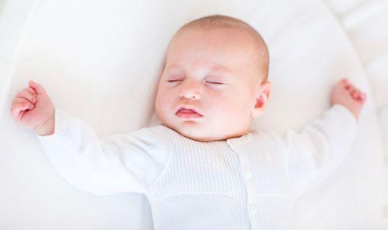 I neonati non devono dormire sui divani
