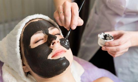 Cosmetici neri: cosa c'è di diverso?