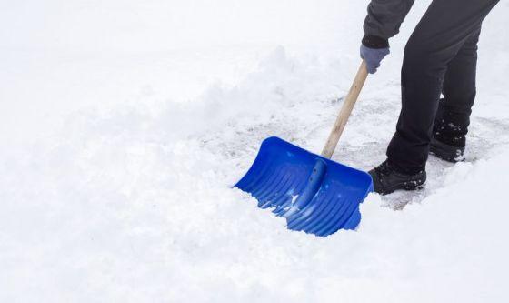 Consigli utili per chi spala la neve