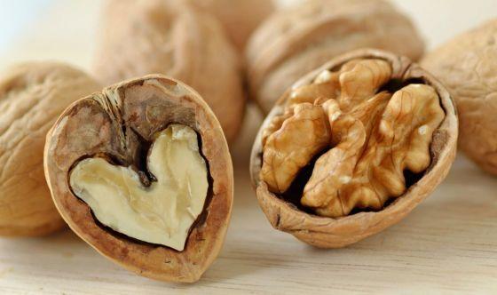Le noci fanno bene all'ipercolesterolemia
