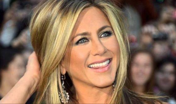 Jennifer Aniston soffre di occhio secco