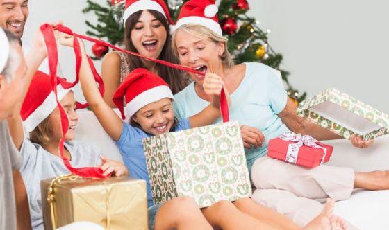 Regali di Natale? In cima hi tech, giochi e cosmetici