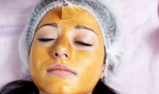 Bellezza di lusso: la maschera d'oro regala nuova giovinezza