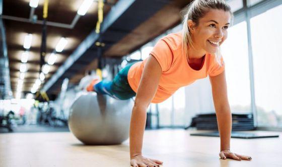 esercizi per perdere peso con la palla pilates