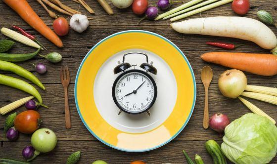 Orario dei pasti: impatto sul peso corporeo