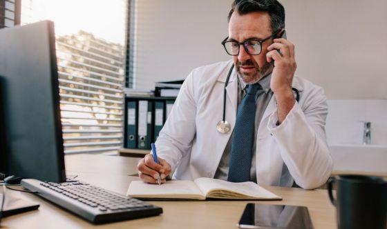 Coronavirus, il medico? Meglio al telefono