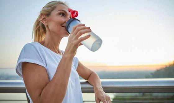 L'idratazione per restare abbronzati