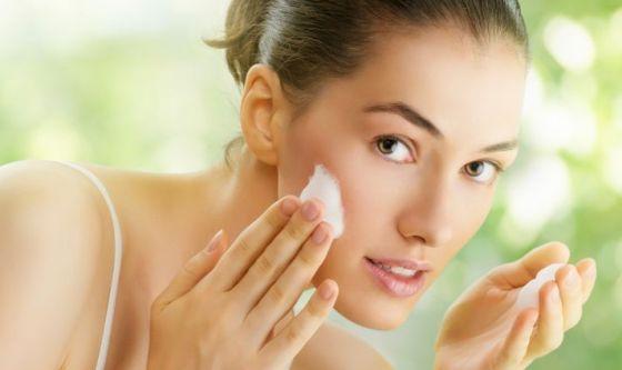 I 5 gesti di bellezza della pelle grassa e impura