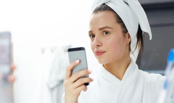 Dall'estetista per proteggere la pelle dallo smartphone