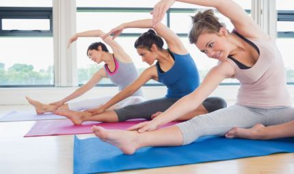 Perdere peso praticando lo yoga