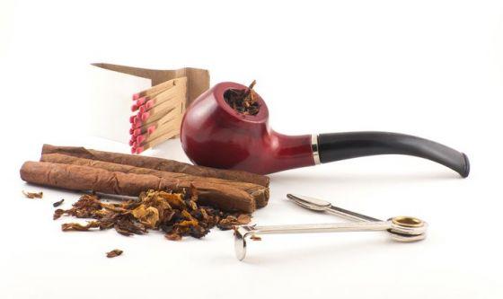 Sigari e pipa sono davvero meno dannosi della sigaretta?