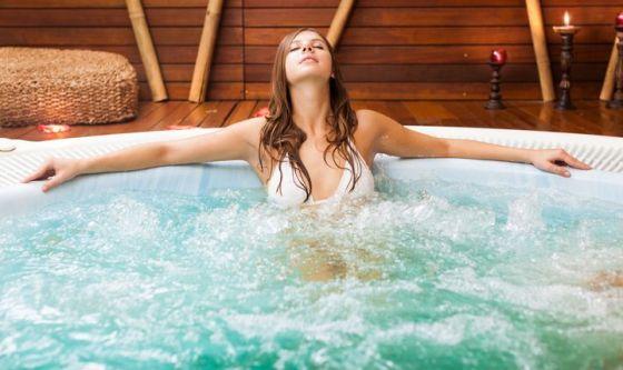 Idromassaggi e piscine: attenzione ai germi
