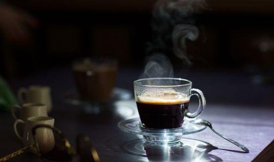 La caffeina assunta dalla madre sembra passare al feto