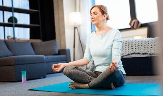Come ridurre l'ansia da quarantena con lo yoga