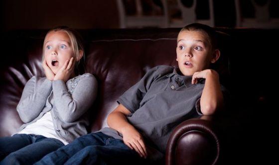 Limitare il tempo davanti allo schermo per il bene dei bimbi