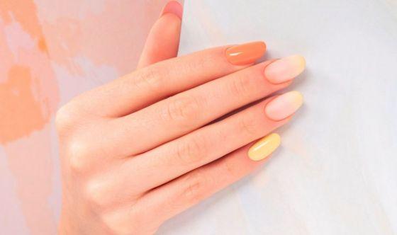 Effetto sfumato per le unghie sotto il sole