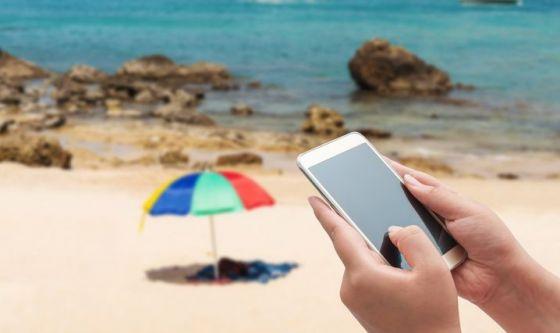 Smartphone sotto l'ombrellone? No, grazie