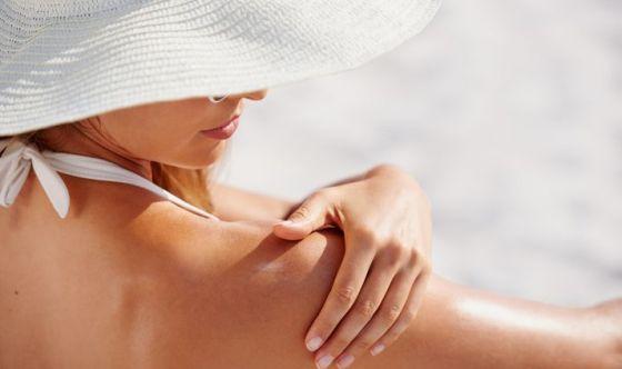 Pelle al sole: cosa si rischia se non ci si protegge?