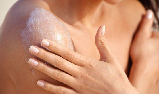 Proteggersi dal sole per non sviluppare cancro della pelle