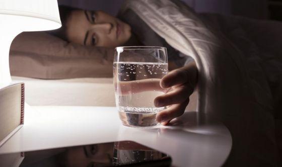 Bere poco fa perdere due ore di sonno a notte
