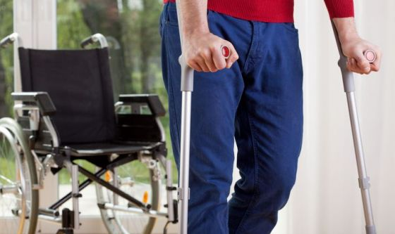 Torna a camminare dopo la paralisi degli arti inferiori