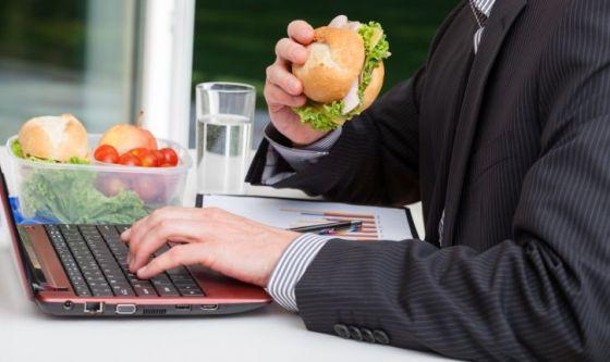 Lo stress sul posto di lavoro: un nemico del peso corporeo