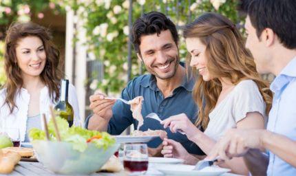 Uno studio conferma: più calorie a pranzo, meno a cena