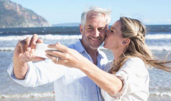Viaggi e vacanze: è febbre da selfie per un italiano su 2