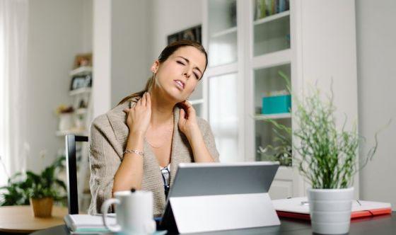 Utilizzare troppo i device provoca il 'collo da tablet'