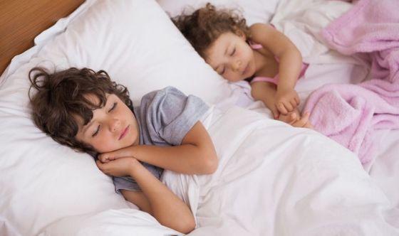 Se dormi molto durante l'infanzia vivi più a lungo