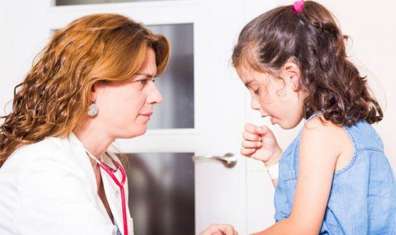 Bimbi: tanti tipi di tosse, ecco i rimedi