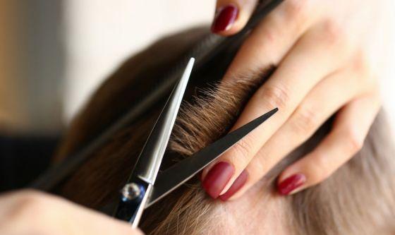Tornano parrucchieri ed estetiste: le nuove regole