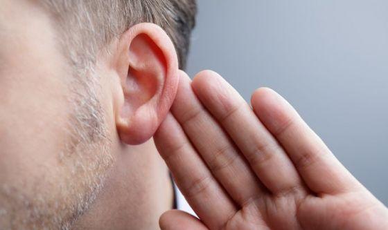 Disturbi dell'udito: costano caro a chi ne soffre e non solo