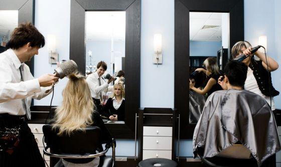 Da parrucchiere ed estetista per fare il pieno di autostima
