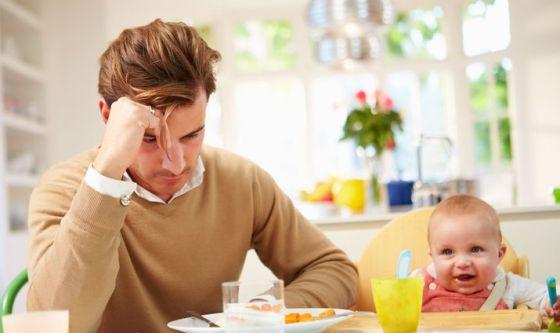La depressione post parto colpisce anche i papà
