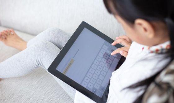 Sindrome del collo da tablet: contrastala così