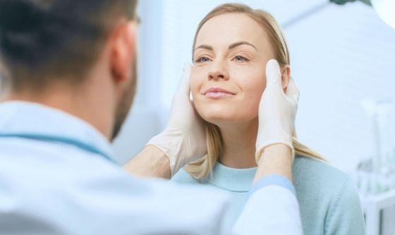 Vaccini contro il Covid-19 e chirurgia estetica? Si può fare