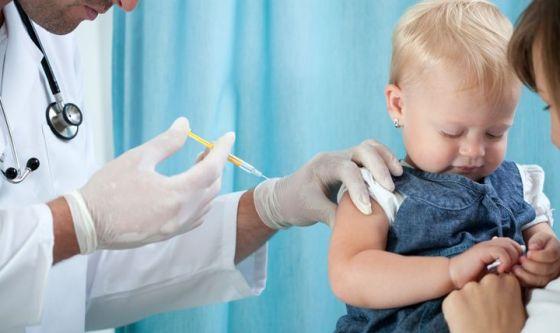 Il vaccino si inocula al mattino
