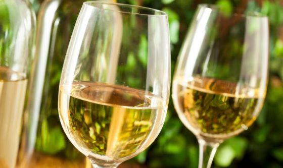 Non solo rosso! Anche il vino bianco fa bene al cuore