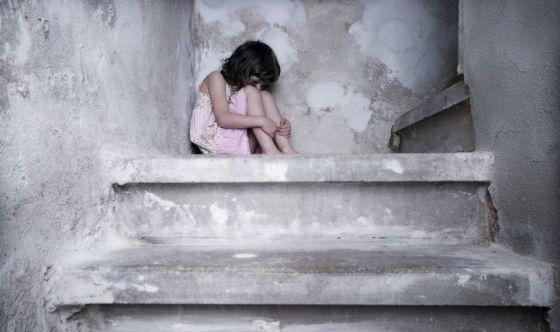 Violenza sui minori: quasi 6000 casi, 6 su 10 sono bambine