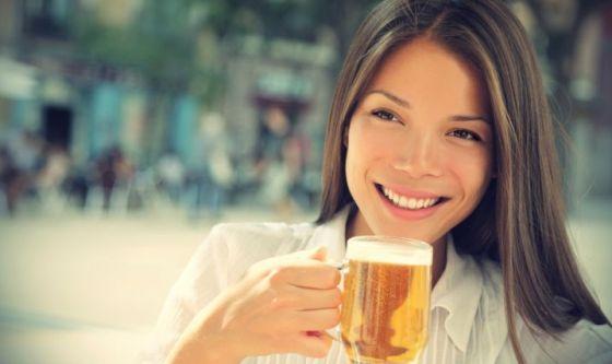 Vuoi un figlio? Evita il caffè: bevi una birra ogni tanto!