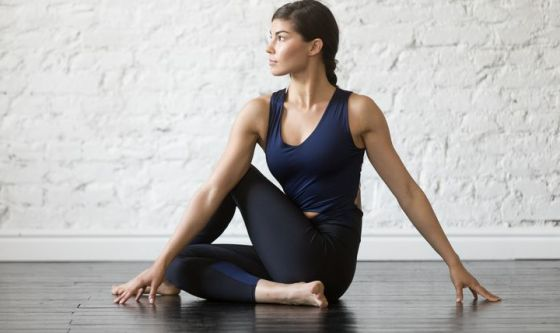 Lo yoga per sopravvivere ai tuoi vent'anni