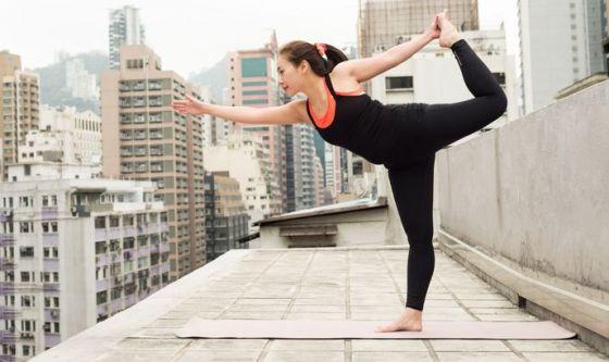 Dai tetti alle fattorie: gli strani luoghi dello yoga