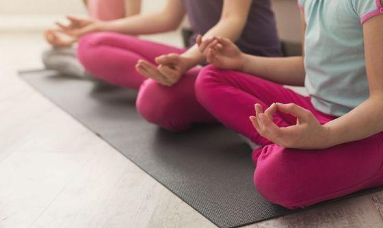 Lo yoga per aiutare i bambini in cura per il cancro