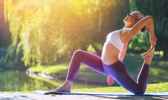 Yoga: i 5 benefici che migliorano la beauty routine