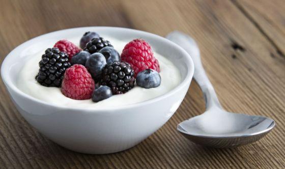 Yogurt e frutta eletti miglior spuntino estivo