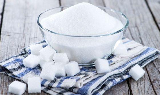 Bambini: non più di 6 cucchiaini di zucchero al giorno
