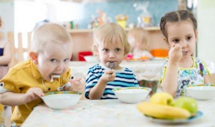 Bimbi a tavola: un manuale per i genitori