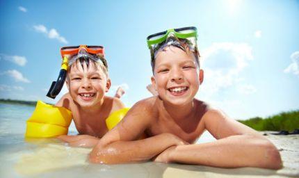Bimbi e sole: attenzione al rischio melanoma