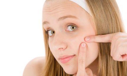 Brufoli e acne? L'aiuto dei cosmetici
